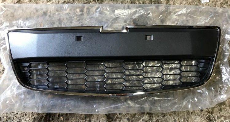 решетка бампера переднего для Chevrolet Aveo T300, 2011 - 2018 гг. (95019926,  95415507) артикул 38367. Купить по цене от  руб.