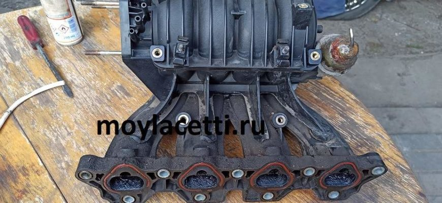 Замена прокладки впускного-выпуского коллектора Шевроле Авео в автосервисе  - цена: 1 300 руб. [средняя]